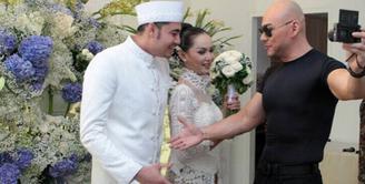 Kalina Oktarani melepas masa jandanya. Mantan istri Deddy Corbuzier itu resmi dipersunting Muhammad Hendrayanto. Akad nikah digelar Jumat (26/7) siang. Tidak banyak tamu yang diundang. (Instagram/kalinaocktaranny)