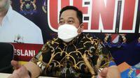 Ketua Kadin Sultra, Anton Timbang memaparkan persiapan Munas Kadin VIII di Kendari.(Liputan6.com/Ahmad Akbar Fua)