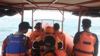 Tim Pencarian dan Pertolongan (SAR) gabungan tengah melakukan pencarian terhadap 13 anak buah kapal (ABK) KM Barokah Jaya di perairan Indramayu. (Foto: Dok. Basarnas)