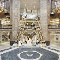 Intip betapa megahnya Menara Eiffel di toko Chanel di Paris (Foto: Chanel)