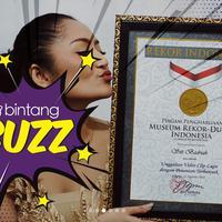 Pedangdut Siti Badriah kini tengah dirundung rasa bahagia, lagu lagi syantik yang dinyanyikannya berhasil memecahkan rekor MURI dengan kategori  Unggahan video clip lagu dengan penonton terbanyak