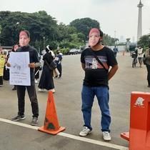 Aksi peringatan Hari Buruh di sekitar Patung Kuda, Jakarta, Sabtu (1/5/2021). (Liputan6.com/Ady Anugrahadi)