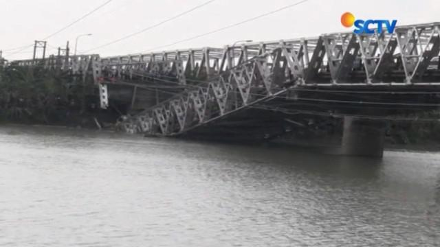 Untuk mengurangi kemacetan di jalur utama Kecamatan Babat, Lamongan-Tuban, maka arus lalu lintas dialihkan.