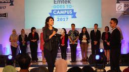 News Anchor Senior, Ira Koesno memberi pembelajaran sebagai pembawa berita selama audisi News Presenter Competition EGTC 2017 di Universitas Gadjah Mada, Yogyakarta, Rabu (1/11). (Liputan6.com/Helmi Afandi)