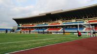 Stadion Mandala Krida saat digunakan Timnas Indonesia U-22 berlatih pada Sabtu (7/9/2019). (Bola.com/Vincentius Atmaja)