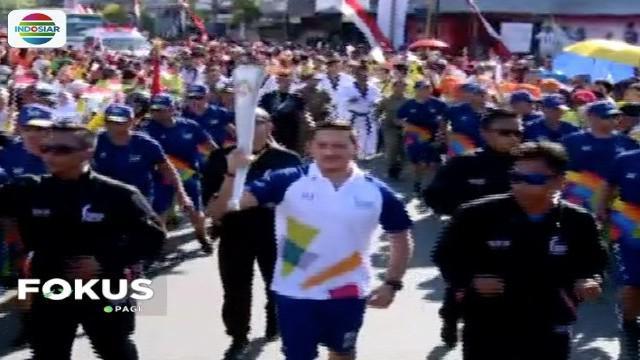 Obor api Asian Games tiba di Sulawesi Selatan, aktor Mario Lawalata dan mantan pebulutangkis Rosiana Tendean jadi pembawa obor.