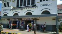 Daops 3 Cirebon memaksimalkan petugas yang akan mengawasi perlintasan liar tak terjaga khususnya saat musim Mudik Lebaran tiba. Foto (Liputan6.com / Panji Prayitno)