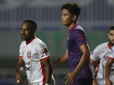 Debut Boaz Salossa bersama Borneo FC berujung kekalahan 0-1 dari Persik Kediri dalam laga pekan kedua BRI Liga 1 2021/2022 di Stadion Pakansari, Bogor, Jumat (10/9/2021). Boaz sendiri baru dimasukkan pada menit ke-75 menggantikan Guy Junior. (Foto: Bola.com/Ikhwan Yanuar)