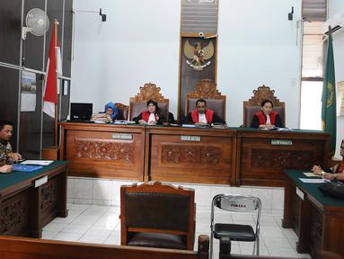 Suasana sidang gugatan perdata kasus dugaan pemerkosaan terhadap staf Dewas BPJS Ketenagakerjaan, RA, di PN Jakarta Selatan, Rabu (13/3). Sidang ditunda lantaran pihak pengacara tergugat dua dan tiga tidak hadir. (Liputan6.com/Herman Zakharia)