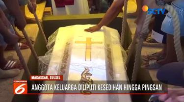 Anthonius Gunawan, petugas ATC  Bandara Mutiara Sis Aljufri Palu yang meninggal usai memandu pesawat Batik Air lepas landas, dimakamkan di Makassar, Sulawesi Selatan.