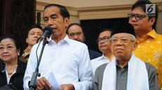 Capres dan Cawapres 01 Joko Widodo-Ma'ruf Amin memberi keterangan di Plataran Menteng, Jakarta, Kamis (18/4). Dalam keterangannya Jokowi memaparkan hasil quick count 12 lembaga survei yang 100% sudah selesai, Jokowi-Amin memperoleh 54,55 % suara dan Prabowo-Sandi 45,5%. (Liputan6.com/Angga Yuniar)