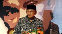 Mantan Presiden RI ke-3 BJ Habibie saat mengisi dalam suatu acara di Solo.(Liputan6.com/Fajar Abrori)