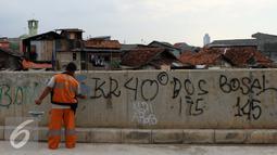 Sanksi hukum untuk pelaku aksi vandalisme atau pengotoran lingkungan termuat dalam pasal 489 KUHP dengan ancaman hukuman tiga hari, Jakarta, Selasa (11/10). (Liputan6.com/Gempur M Surya)
