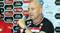 Rafael Berges, pelatih Mitra Kukar. (Bola.com/Aditya Wany)