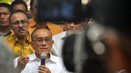 Pria yang kerap disapa Ical ini mengundang elit Golkar untuk makan siang bersama, Jakarta, Senin (25/08/2014) (Liputan6.com/Miftahul Hayat)