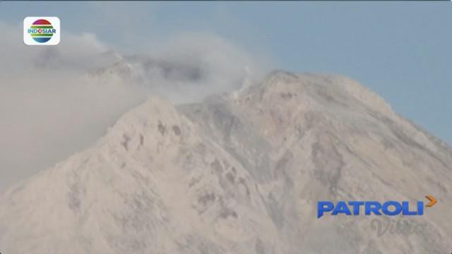 Berada di 5 kilometer dari kaki gunung, lima desa di Kecamatan Payung dan Mananteran tertutup abu vulkanik letusan Gunung Sinabung.
