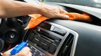 Mau Kabin Mobil Bersih Dari Virus Corona Dan Nggak Rusak Interior? (Foto: Shutterstock)