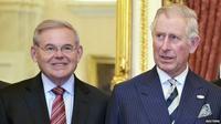 Bob Menendes (kiri) dan Prince Charles (kanan). (Reuters)