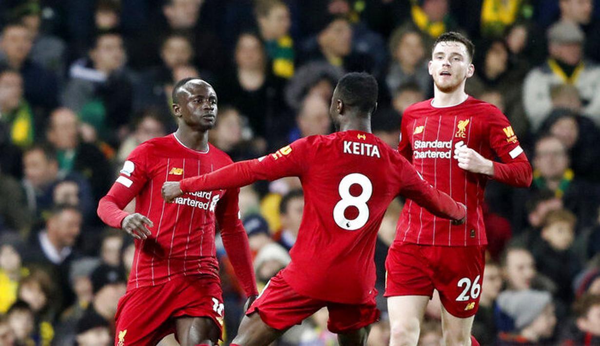 Para pemain Liverpool merayakan gol yang dicetak oleh Sadio Mane ke gawang Norwich City pada laga Premier League di Stadion Carrow Road Minggu (16/2/2020). Liverpool menang 1-0 atas Norwich City. (AP/Frank Augstein)