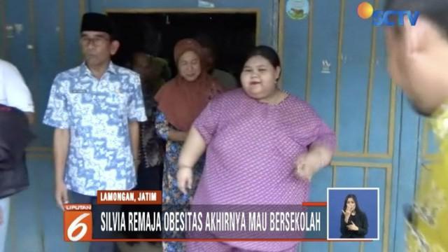 Kondisi Silvia membuat pihak pemerintahan Kecamatan Bluluk bertindak memotivasi Silvia agar mau ditangani oleh rumah sakit setempat dan bersekolah kembali.