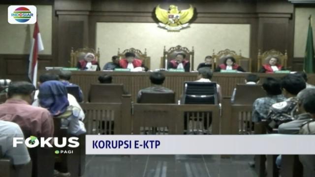 Hadir sebagai saksi di sidang kasus korupsi KTP elektronik, terpidana Setya Novanto beberkan nama anggota DPR penerima suap.
