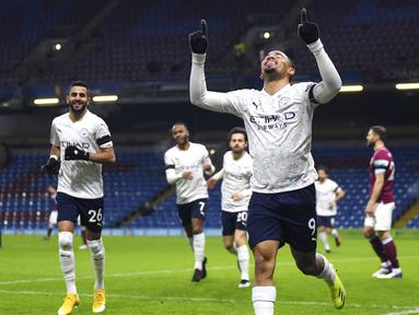 Manchester City melanjutkan tren positif dengan menaklukkan Burnley dua gol tanpa balas dalam laga Premier League 2020/21 pekan ke-22 yang dihelat di Turf Moor, Kamis (4/2/2021). (Gareth Copley/Pool via AP)