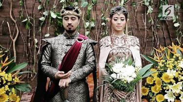 Ide unik datang dari pasangan Panji dan Sista. Keduanya menggelar pernikahan dengan tema Game of Throne.