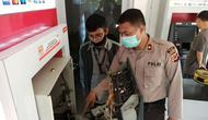 Kapolsek Cileungsi Kompol Endang S nyari menjadi korban kejahatan ganjal ATM. (Liputan6.com/Achmad Sudarno)