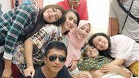 Dunia hiburan Tanah Air kembali berduka. Renita Sukardi, telah meninggal dunia pada Senin (10/4/2017) pukul 08.00 WIB di Rumah Sakit Cipto Mangunkusumo (RSCM), Jakarta Pusat. Rasa sakit yang dirasakan Renita pun kini sirna sudah. (Instagram/irensukardi)