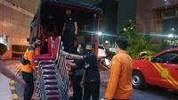 Tim Basarnas mulai hilir mudik menyiapkan kebutuhan fasilitas untuk mendirikan posko kemanusiaan di JICT II Tanjung Priok, Jakarta Utara, terkait peristiwa jatuhnya pesawat Sriwijaya Air SJ 182 tujuan Jakarta-Pontianak.