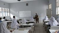 168 sekolah tingkat SMP di Tangsel mulai menggelar PTM terbatas. (Liputan6.com/Pramita Tristiawati)