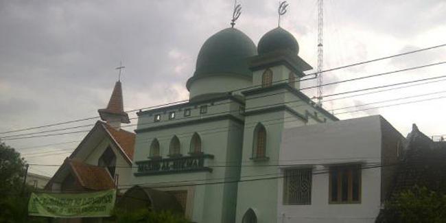 Masjid dan gereja di Solo | (c) merdeka.com