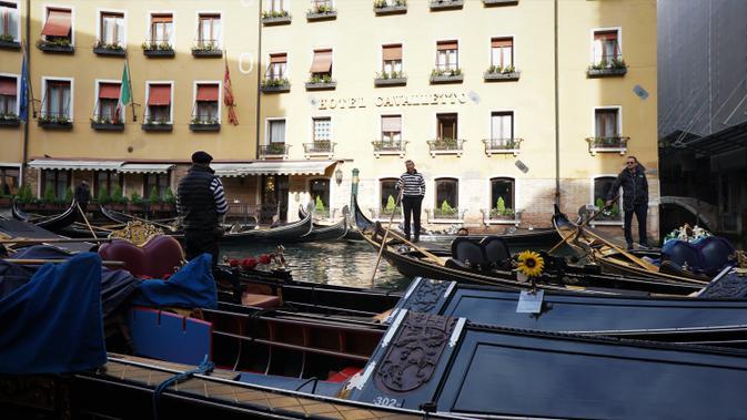 Gondola, moda transportasi antarpulau yang masih bertahan hingga saat ini. (Liputan6.com/Marco Tampubolon)
