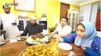 Syekh Ali Jaber masak Nasi Mandi dan Nasi Bukhari di rumah Raffi Ahmad. foto: Youtube 'Rans Entertainment'