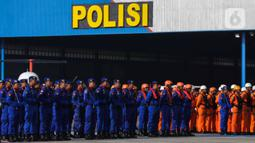 Pasukan mengikuti upacara HUT ke-69 Polisi Air dan Udara (Polairud) di Mako Polairud, Pondok Cabe, Tangerang, Banten, Rabu (4/12/2019). HUT bertema 'SDM Unggul dengan Almatsus Modern, Korpolairud Baharkam Polri Siap Menjaga Stabilitas Keamanan Dalam Negeri'. (Liputan6.com/Faizal Fanani)