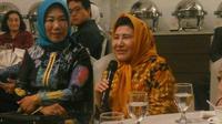 Menkopolhukam Mahfud MD bercerita tentang kenangan bersama dengan sang istri dan hidupnya yang penuh kejutan dalam silaturahmi akademisi Yogyakarta. (Liputan6.com/ Switzy Sabandar)