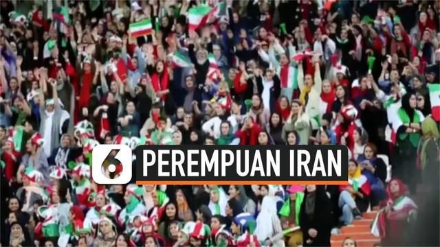 Setelah dilarang selama 40 tahun perempuan Iran akhirnya diizinkan menyaksikan pertandingan sepak bola langsung di stadion.