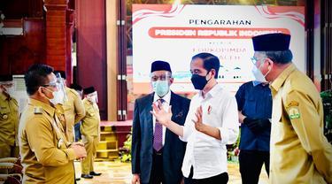 Jokowi saat memberikan pengarahan kepada Forum Koordinasi Pimpinan Daerah (Forkopimda) se-Provinsi Aceh di Kompleks Pendopo Gubernur Aceh di Kota Banda Aceh, Provinsi Aceh, Kamis (16/9/2021).