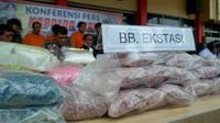 Ribuan butir narkoba jenis pil ekstasi yang pernah disita Polda Riau. (Liputan6.com/M Syukur)