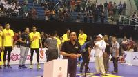 Ketua PP PBVSI Imam Sudjarwo memberi sambutan usai Proliga 2018 di GOR Amongrogo Yogyakarta, Minggu (15/4/2018). (Liputan6.com/Switzy Sabandar)