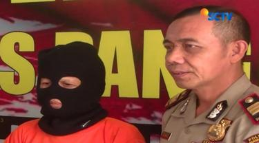 Diduga telah menipu dengan modus penggandaan uang, seorang nenek di Pangkalpinang, Bangka Belitung, diamankan petugas.