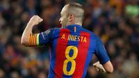 Gelandang Barcelona, Andres Iniesta melakukan selebrasi usai barcelona mencetak gol ke gawang PSG pada leg kedua 16 besar Liga Champions di Barcelona, Spanyol (9/3). Barcelona menang 6-1 dan lolos ke 8 besar Liga Champions. (AFP Photo / Pau Barrena)