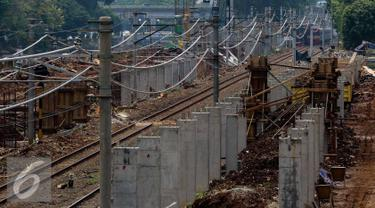 Suasana pembangunan Stasiun Sudirman Baru di Jakarta, Rabu (9/11). Stasiun itu nantinya hanya dikhususkan melayani rute kereta dari Stasiun Manggarai menuju bandara Soekarno Hatta (Liputan6.com/Faizal Fanani)
