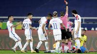 Namun, keberhasilan Brasil lolos ke semifinal diwarnai kartu merah Gabriel Jesus. Dia diusir dari lapangan hanya dua menit setelah gol pembuka Lucas Paqueta. (AP/Silvia Izquierdo)