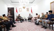Wapres Ma'ruf Amin ketika menerima pendiri Foreign Policy Community of Indonesia (FPCI) Dino Pati Djalal beserta jajarannya di Kantor Wapres, Jl Merdeka Utara No 15, Jakarta, Selasa (28/1/2020). (Merdeka/Muhammad Genantan Saputra)