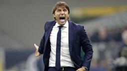 1. Antonio Conte (Inter Milan) - Juru taktik berusia 51 tahun ini berada di puncak daftar pelatih dengan gaji tertinggi di Serie A musim 2020-2021. Bayaran Conte mencapai 12 juta Euro atau setara Rp209 miliar per tahun. (AP/Luca Bruno)