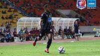 Winger Port Thai FC, Terens Puhiri, tampil untuk pertama kalinya saat takluk dari Chiangrai United dalam laga pramusim Leo Cup 2018. (Facebook Thai Port FC)
