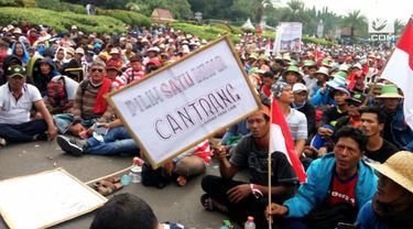 Ribuan nelayan yang berasal dari Jawa, Lampung, dan Kalimantan menggelar demo di Monas menuntut pemerintah melgalkan penggunaan cantrang
