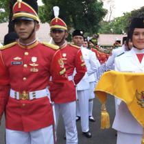 Paskibraka asal Sumatera Selatan, Zanati Tahta Umahati, terpilih jadi pembawa baki di upacara penurunan bendera di Istana Merdeka.