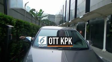 Komisi Pemberantasan Korupsi (KPK) mengamankan dua jaksa Kejaksaan Tinggi (Kejati) DKI Jakarta dalam operasi tangkap tangan (OTT) yang digelar Jumat, 28 Juni 2019. Jaksa tersebut berinisial YSP dan Y.
